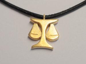 """Sternzeichen """"Waage"""" Silber vergoldet am Lederband"""