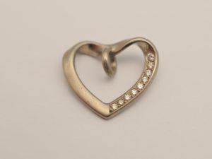 Herz Anhänger aus 750 Weißgold mit 9 Diamanten