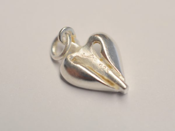 Schutzengel aus Silber mit grünem Diamant