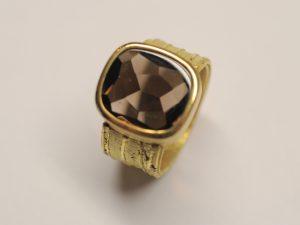 Ring aus 750 Gelbgold mit Rauchquarz