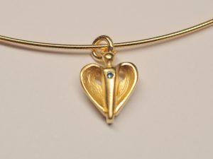 Schutzengel vergoldet mit blauem Diamant