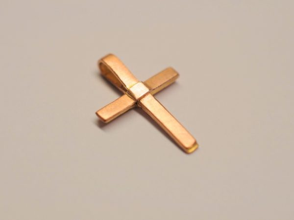 Kleines zartes Kreuz als Anhänger aus 585 Rotgold