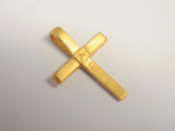 Kreuz Anhänger zur Taufe aus 900 Gelbgold - Rückseite