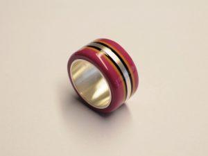 Brombeerfarbener Acetat-Ring