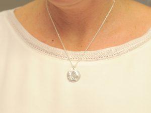 Sternzeichen Anhänger Jungfrau aus Silber an Silberkette mit Gravurplatte