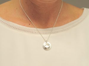 Sternzeichen Anhänger Krebs aus Silber an Silberkette mit Gravurplatte