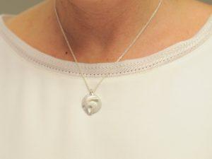 Sternzeichen Anhänger Steinbock aus Silber an Silberkette mit Gravurplatte