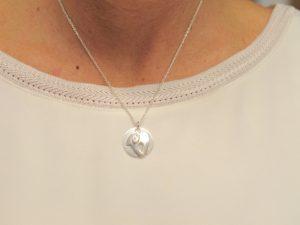 Sternzeichen Anhänger Widder aus Silber an Silberkette mit Gravurplatte