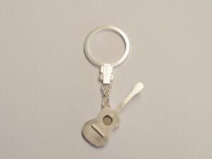 Schlüsselanhänger Gitarre aus Silber