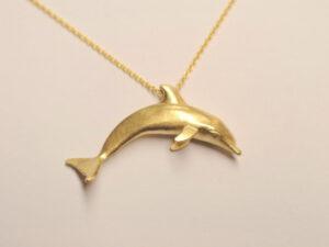 Delfin Anhänger aus Gelbgold