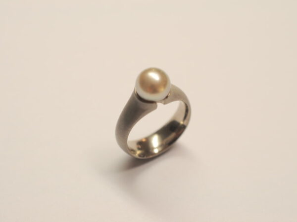 Ring Weißgold mit silbergrauer Tahitiperle