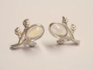 Ohrstecker Zweig aus Silber mit Mondstein